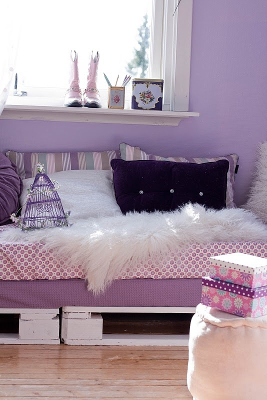 Pallet Bed Lovely Colours Diy Pallets Design Diy