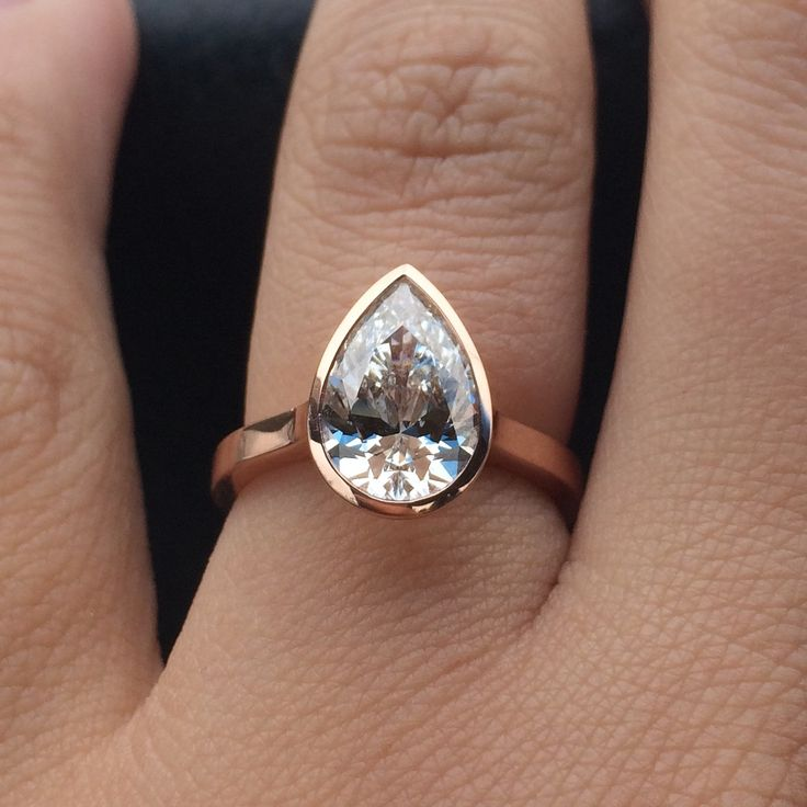 2 Carat Ring Hand Pear Diamond Shaped