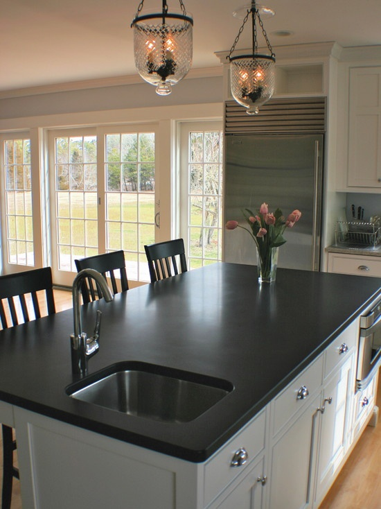 White Kitchen Vs Dark Kitchen