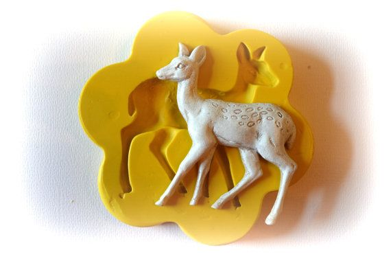 0375 Doe Deer Walking Silicone Rubber Flexible Food Safe