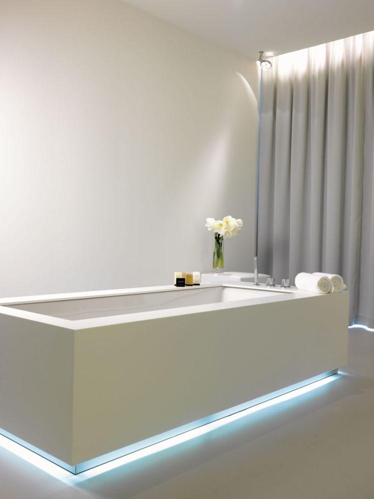 Led Streifen Badezimmer XTOT2. LED Streifen An Der Badewanne Mit ...