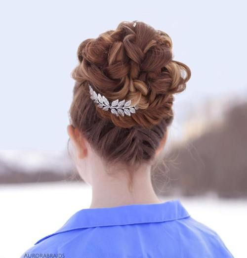 20 niedliche umgedrehte franz    sische Zopf Ideen   Frisuren Club     Upside down french braid into a fishtail wrapped bun       Bun pin from
