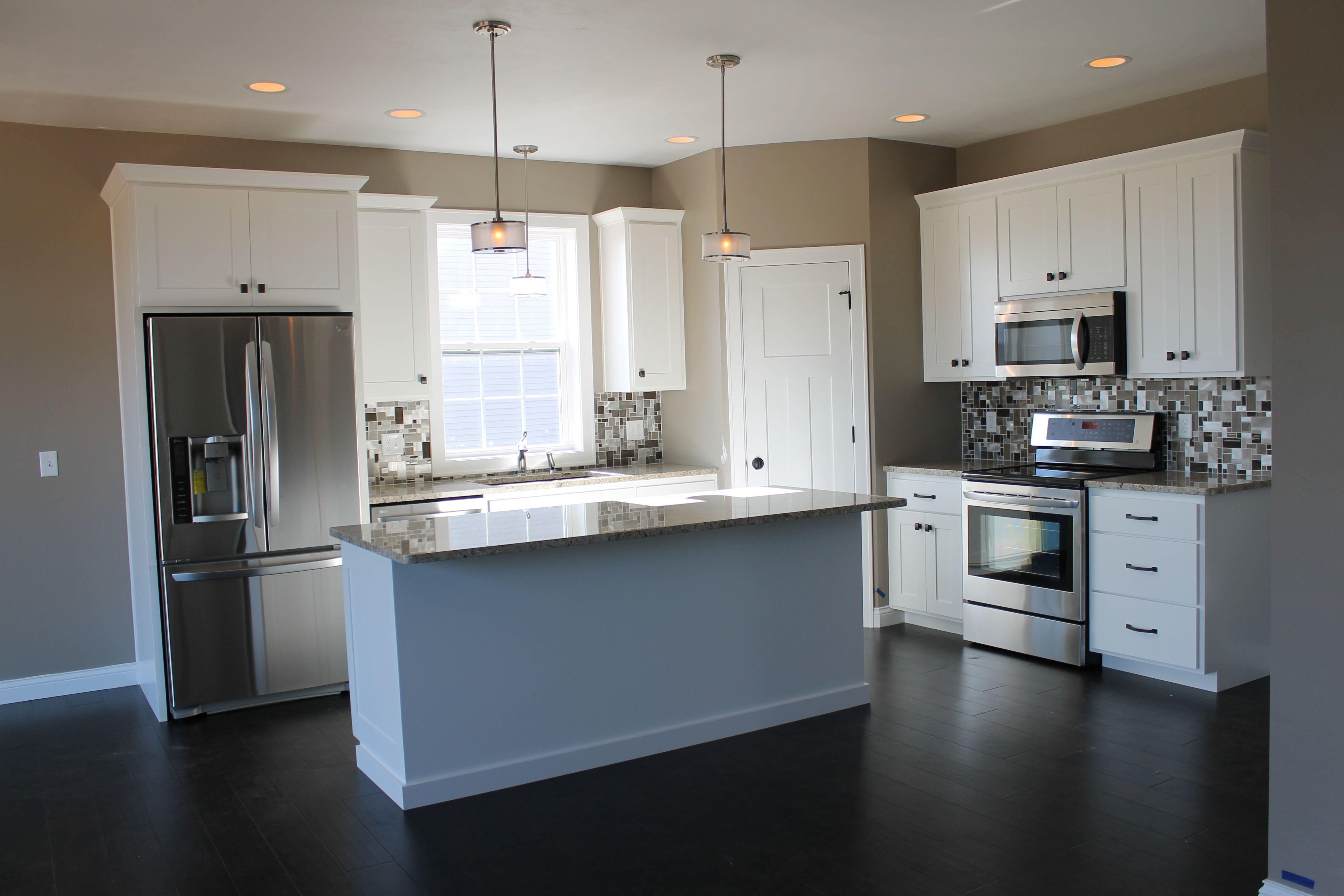 5322 White Kitchen With Large Center Island Kitchen
