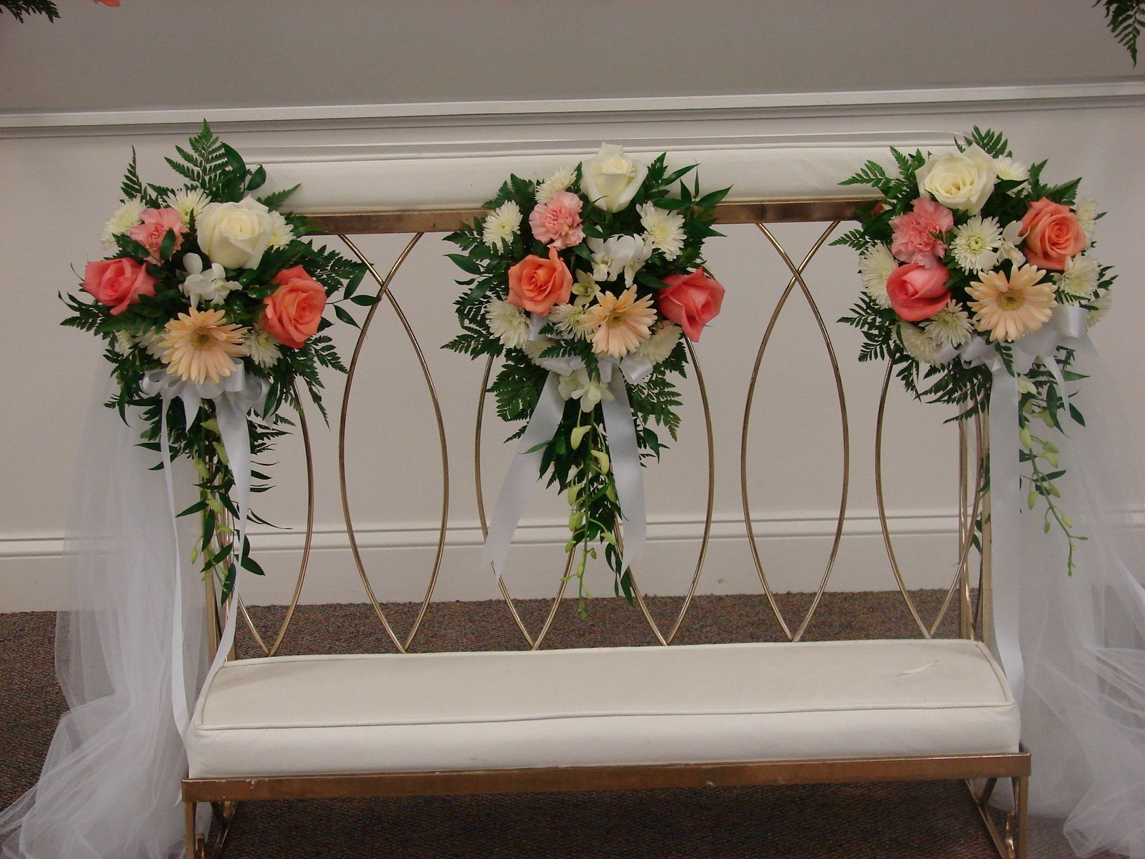 Wedding Kneeling Bench With Floral For Wedding Ceremony