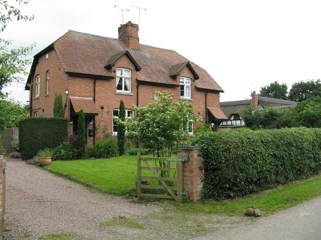 Ravenhall Farm - adjoining houses © Peter Whatley cc-by-sa ...