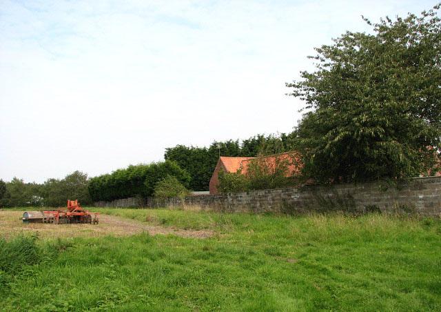 Harvested field adjoining Green Lane... © Evelyn Simak ...