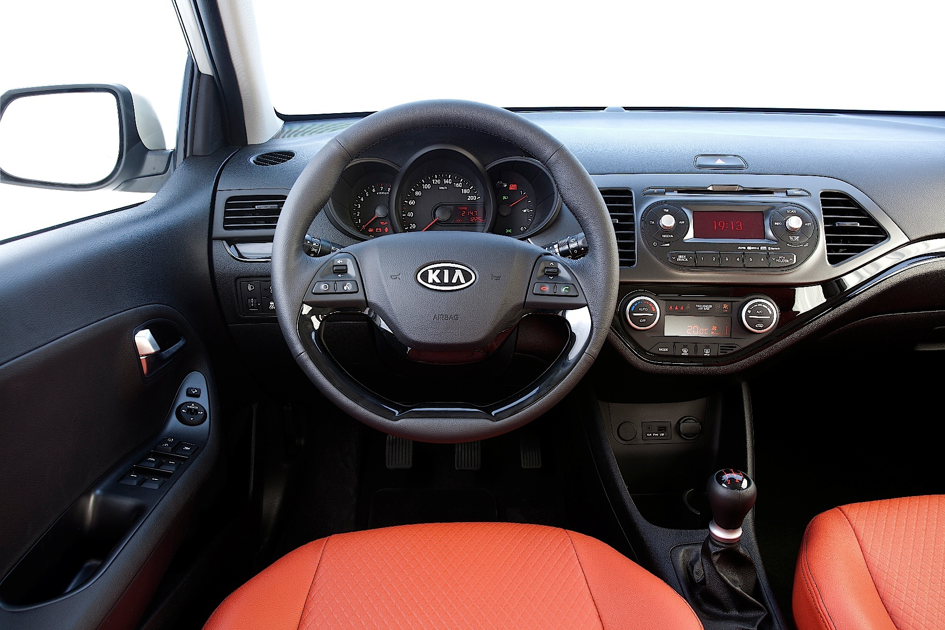 Kia Picanto 3 Doors Specs Amp Photos 2011 2012 2013