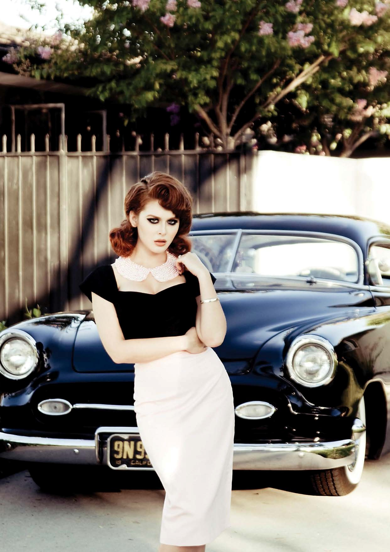 Renee Olstead Is Gangsta Hot Next To A Chevy Deluxe Styleline Photyo Gallery Autoevolution
