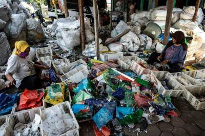Foreign trash 'like treasure' in Indonesia's plastics village
