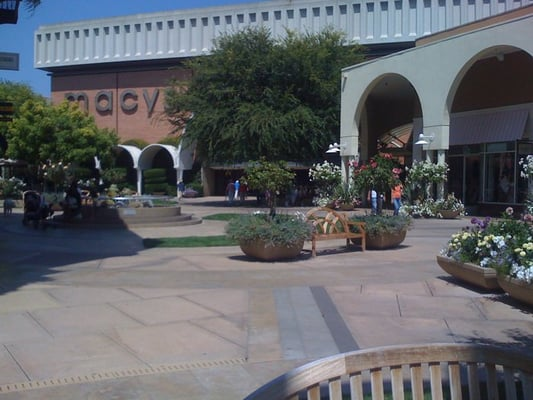 Stanford Shopping Center Directory