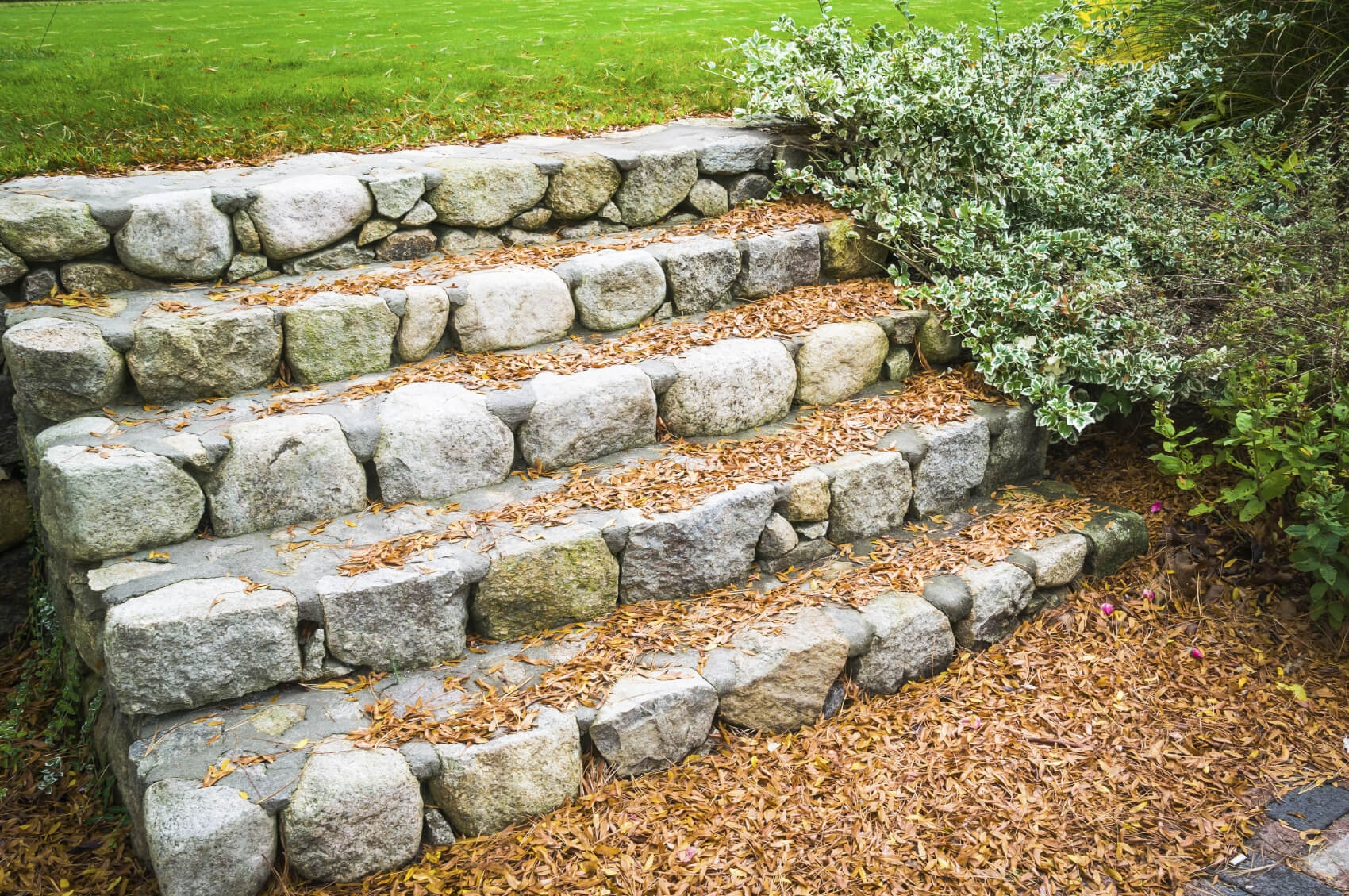 37 Magnificent Backyard Stone Step Ideas | Granite Stone Steps Outdoor