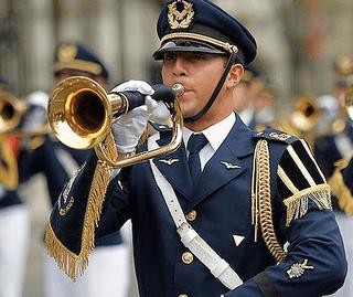 Vale Roth y Viagra auspician la Parada Militar 2014 - LA LEGAL