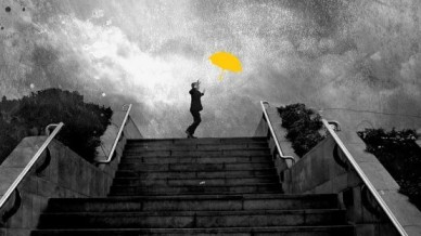 gold-umbrella-555x393