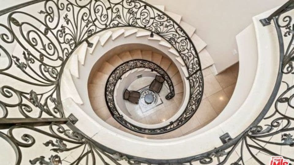 8031 Floral Ave Los Angeles Ca 90046 Opendoor | Spiral Staircase Los Angeles | Loft | Handrail | 42 Inch | Romantic | Double Spiral