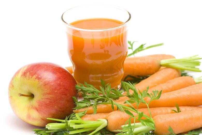 Mischung aus Karotten und Apfelsaft