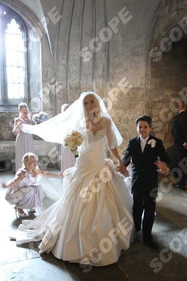 Model Emma Noble S Magical Wedding At Canterbury Cathedral Scope Features Amp Scope Beauty