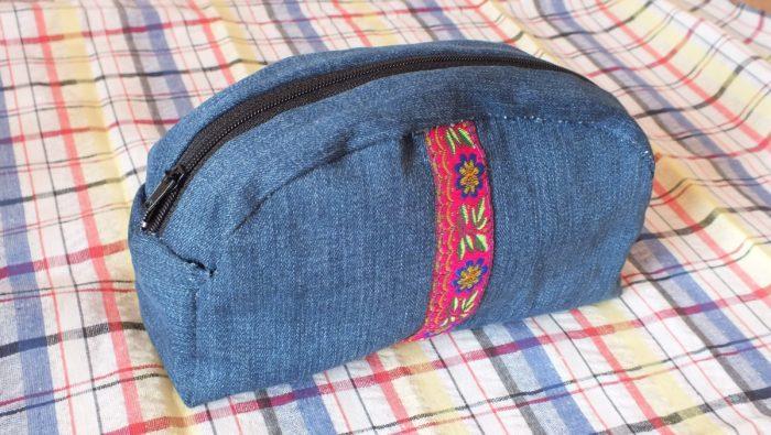 ジーンズの化粧品袋