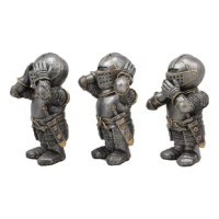 These medieval knight miniature figurines are made of high-quality polyresin. They are meticulous, hand-painted and polished. Color tone may vary slightly from pictures.