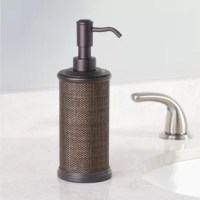 The InterDesign Twillo Pump Soap Dispenser is a modern, stylish and practical accent for your kitchen or bathroom sink. With a durable plastic dispenser and a stainless steel brushed pump head.