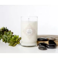 White Chamomile features calming scents that will soothe and balance any room in your home. It is poured into a tumbled glass jar with an embossed Colonial Candle silver lid and a single premium cotton wick.