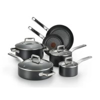 Heavy gauge construction with a durable non-stick coating that is metal-utensil safe. The riveted stainless steel handles resist heat and provide a safe and secure grip. A thermo spot heat indicator shows when the pan is perfectly preheated to seal in the flavor of the food. Making cleanup a breeze.