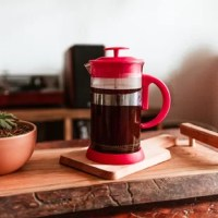 Looking for a French press to make the tastiest coffee without spending a fortune? The Zurich is a simple and easy to use French press that is sure to please. It is well designed, durable, and will make the best coffee for you. The filter mechanism is made of stainless steel and is easy to clean, and the silicone base will keep it stable ans safe. French presses are easy to use, and well regarded as the best method for getting the fullest flavor from your coffee beans.