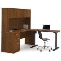 Karyn offers numerous configuration possibilities for various uses. Offering smaller desks, this collection is ideal for every type of workplace including the home office.