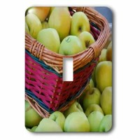 This USA Oregon Hood River Valley Basket of Apples 1-Gang Toggle Light Switch Wall Plate is made of durable scratch resistant metal that will not fade, chip or peel. Featuring a high gloss finish, along with matching screws makes this cover the perfect finishing touch.