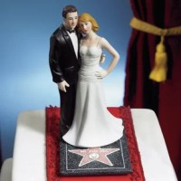 This classic detailing Hollywood Couple Cake Topper adds glamour to this product. Perfect for the couple who likes to stand out from the crowd. Hand-painted porcelain.