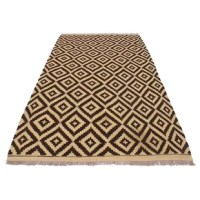 Add a touch of elegance to your home with this One-of-a-Kind Kensley Handmade Kilim 4'2