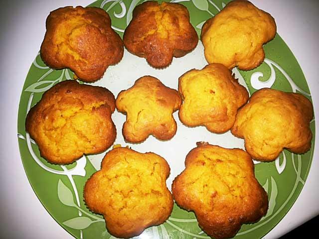 Muna muffinsseja pippurilla, porkkanoilla ja parsakaaleilla