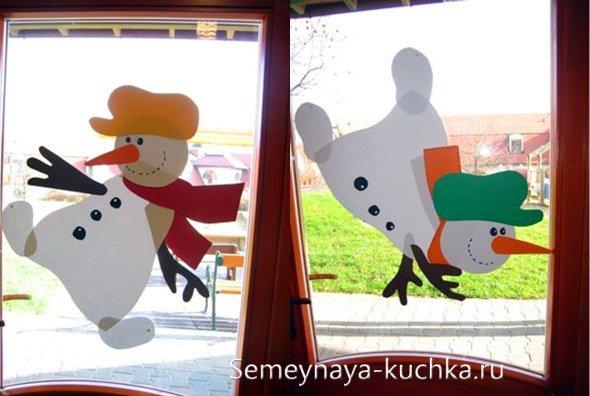 در پنجره کاغذ برای سال جدید
