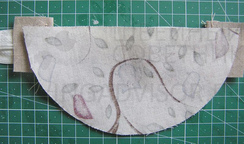 Положите полукруг из основной ткани