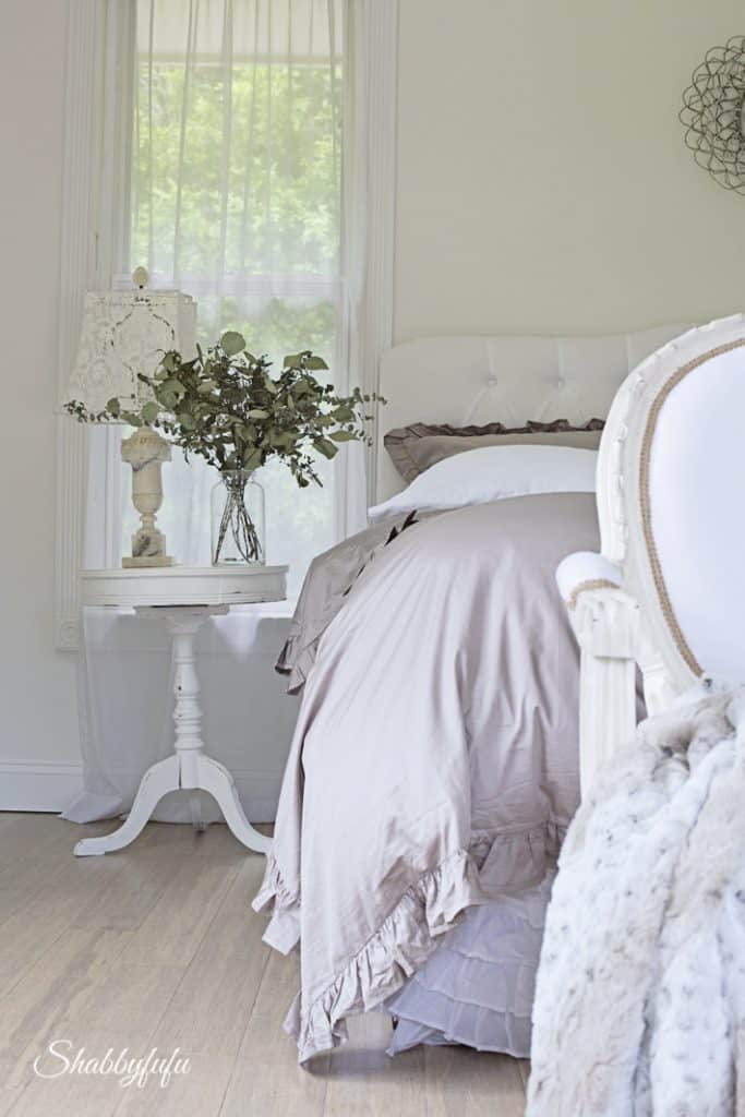 20 Winter Decorating Ideas   Not For Christmas   shabbyfufu com winter bedroom decorating