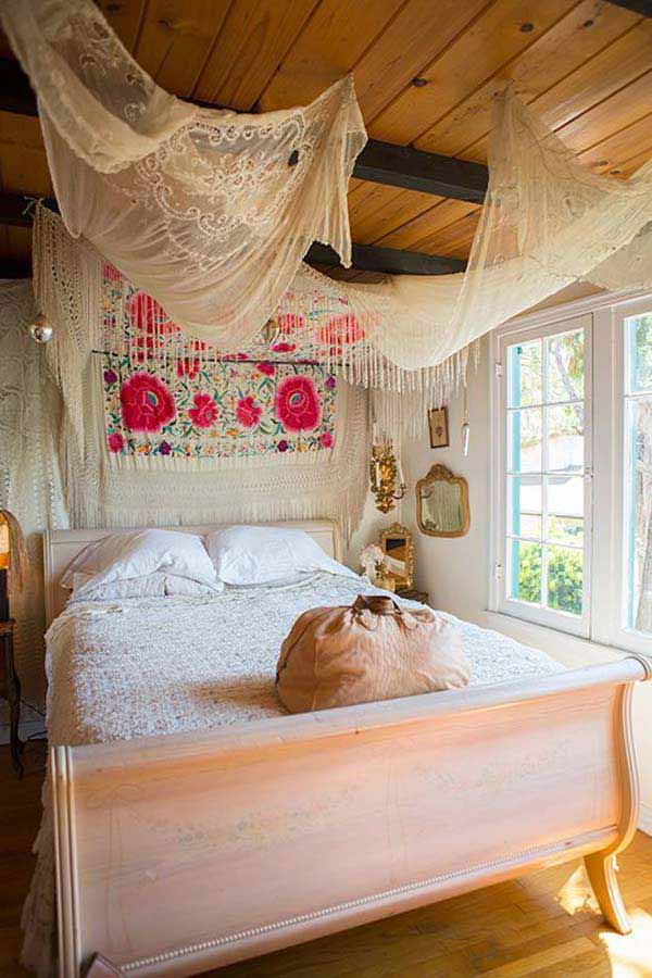 Best 35 Charming Boho Chic Bedroom Decorating Ideas This Month