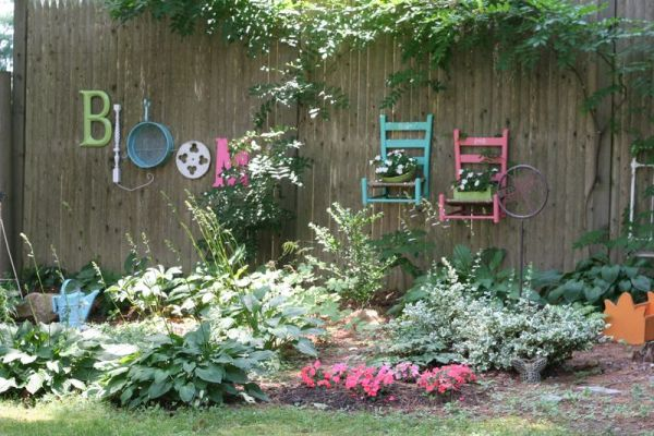 Best 25 Ideas For Decorating Your Garden Fence This Month