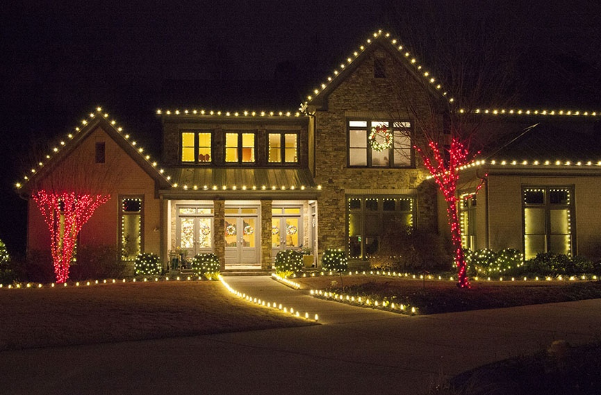 Best Outdoor Christmas Lights Ideas For The Roof This Month