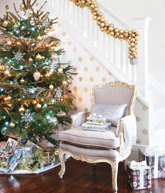 Best How Do I Love Thee Silver Gold White Holiday Decor This Month