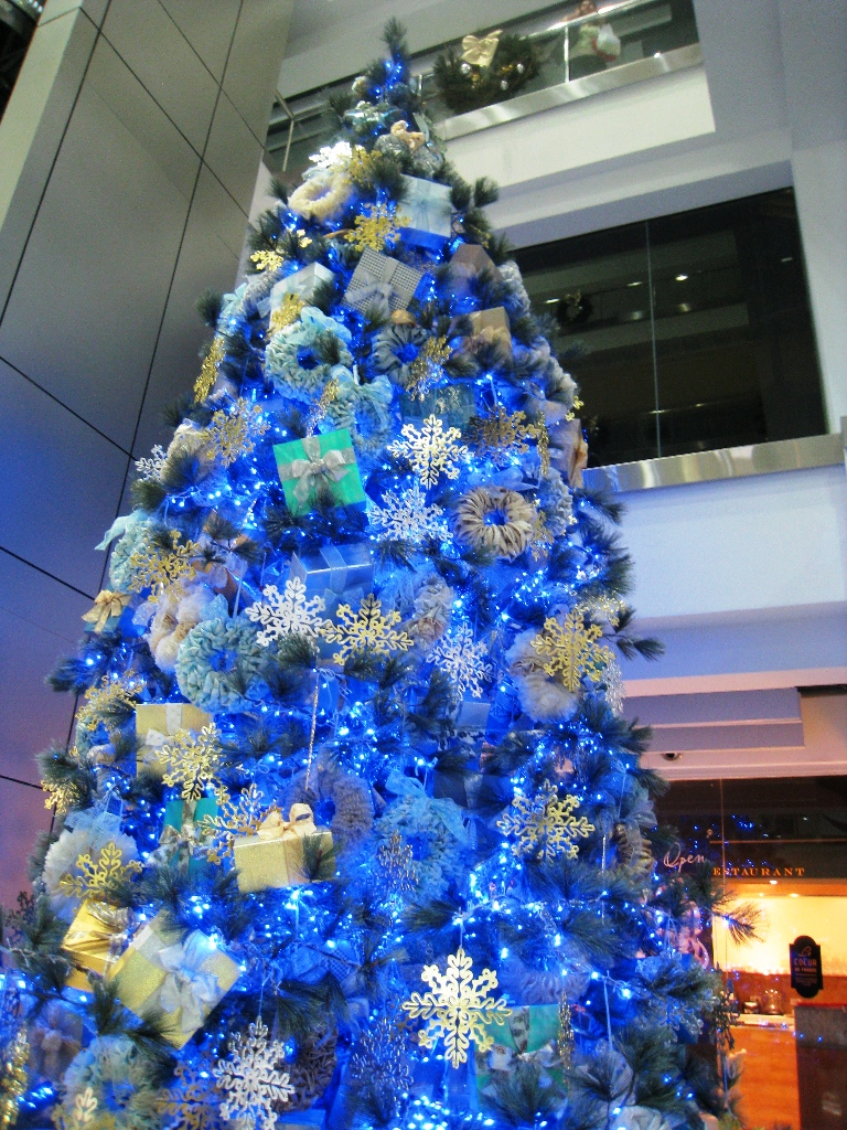 Best 25 Awesome Blue Christmas Decorations Ideas Interior Vogue This Month