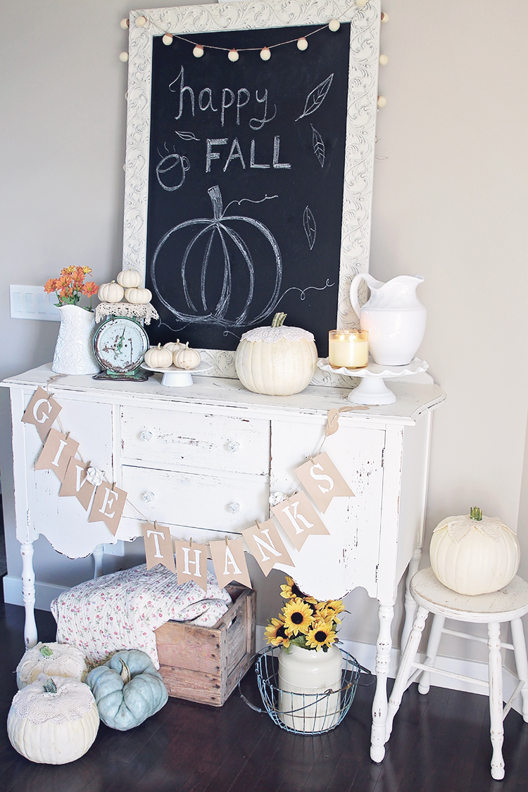 Best Antique Farmhouse Decor For Fall Halloween This Month