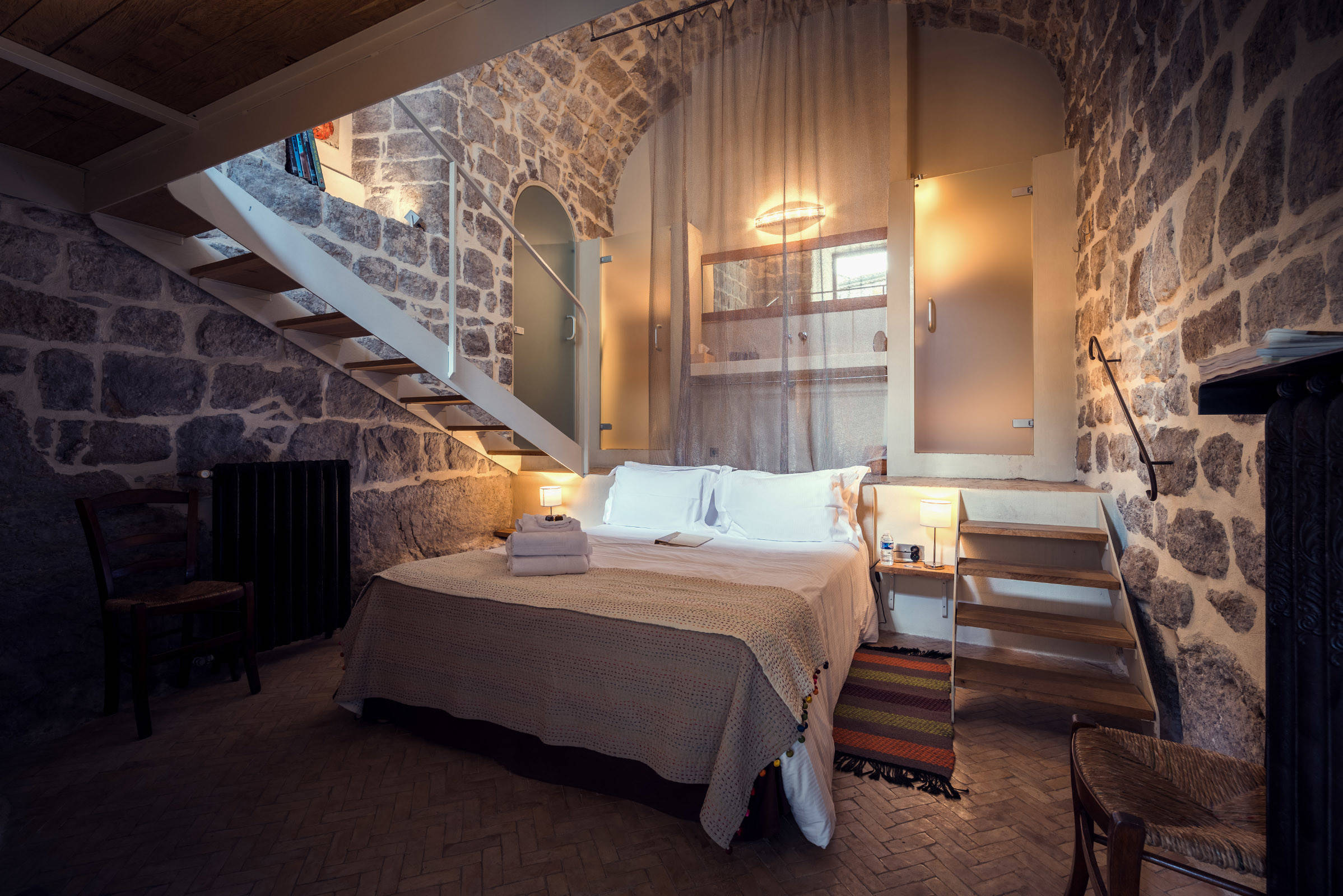 Best 15 Wicked Rustic Bedroom Designs That Will Make You Want Them This Month
