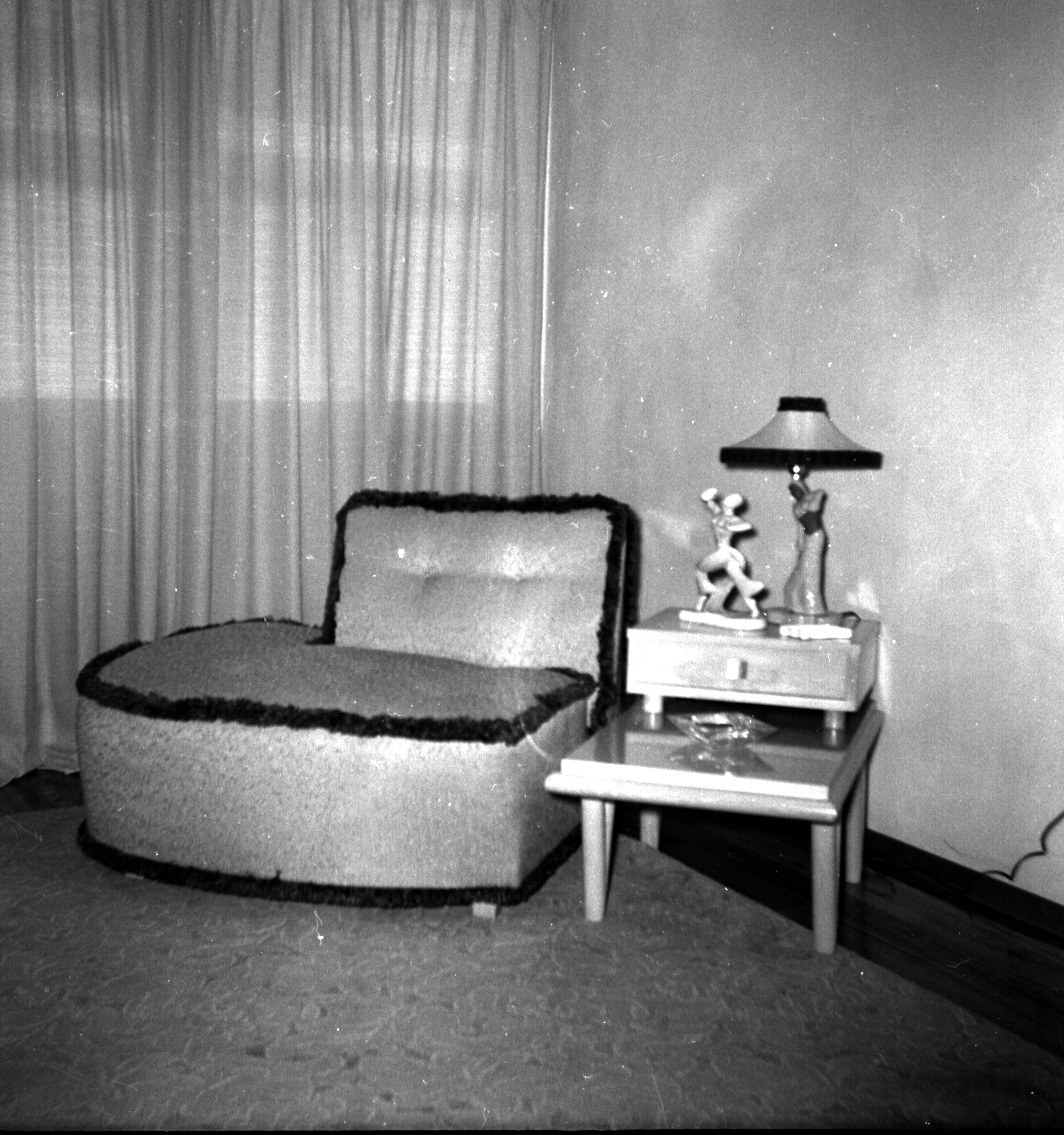 Best Love Seats For One Home Decor Snapshots 1951 Flashbak This Month