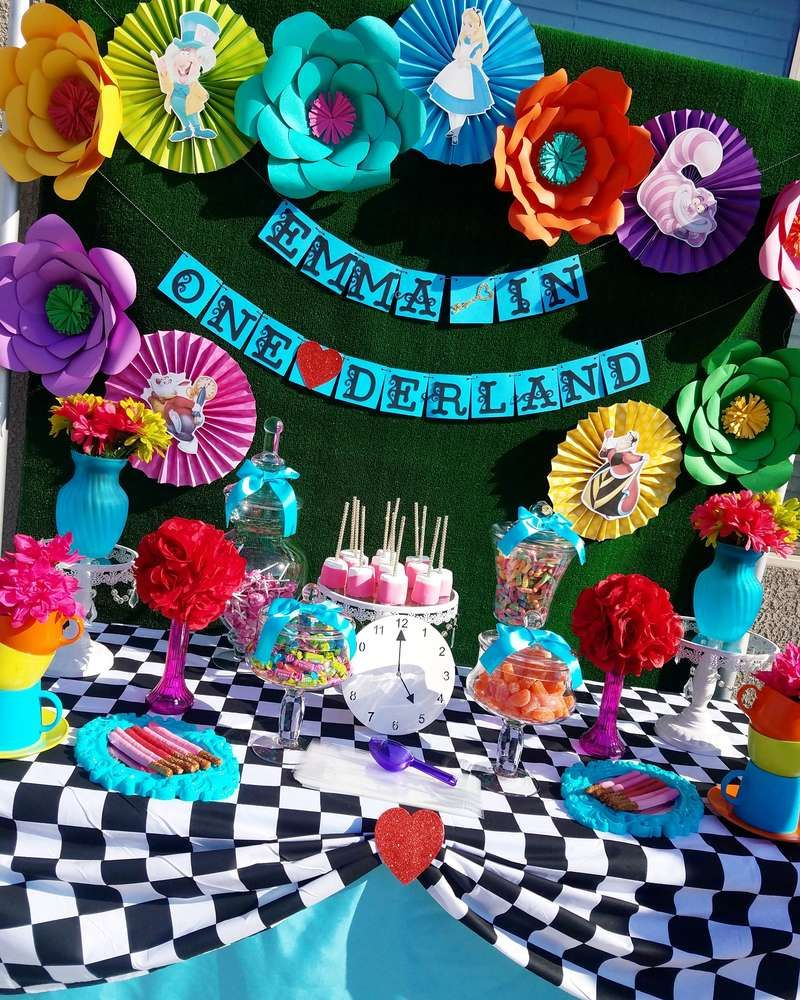 Best Don T Be Late To This Fun Alice In Wonderland 1St Birthday This Month