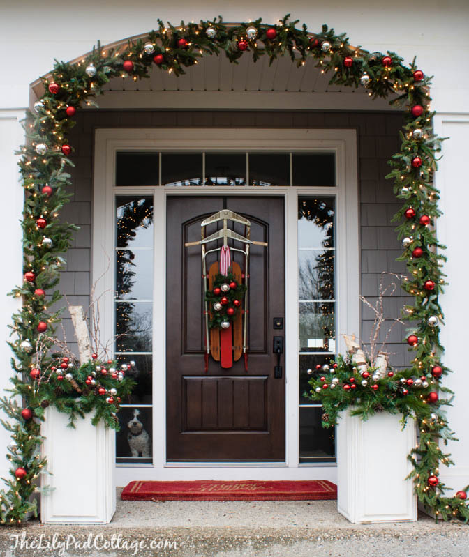 Best 40 Appealing Christmas Main Door Decoration Ideas All This Month