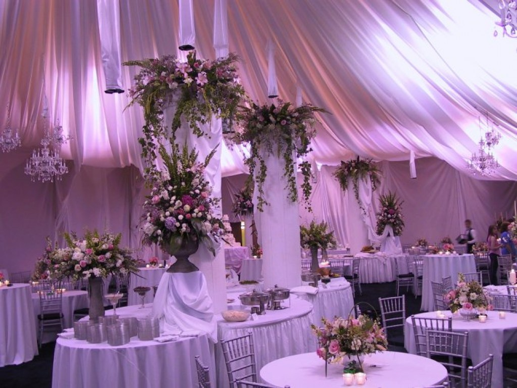 Best Inexpensive Yet Elegant Wedding Reception Decorating Ideas This Month