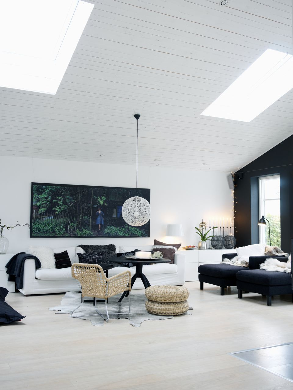 Best Feng Shui Tips To Decorate With The Color Black This Month