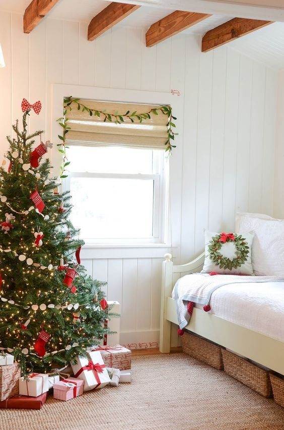 Best 21 Cozy Christmas Bedroom Décor Ideas Shelterness This Month
