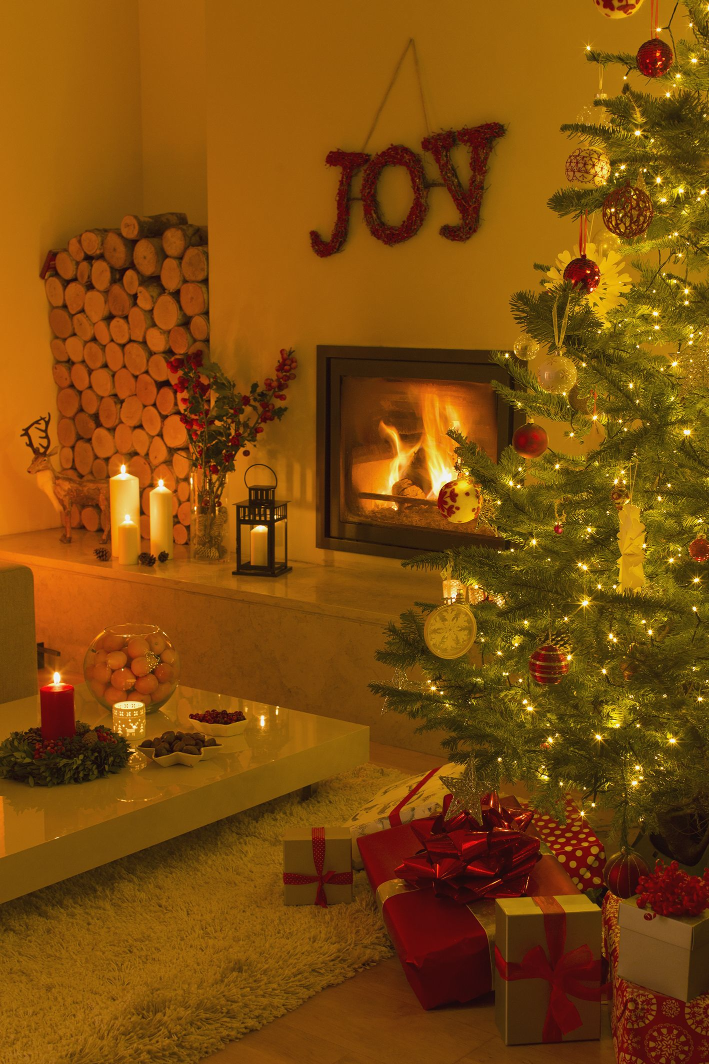 Best 15 Christmas Wall Decorating Ideas Elegant Holiday Wall This Month