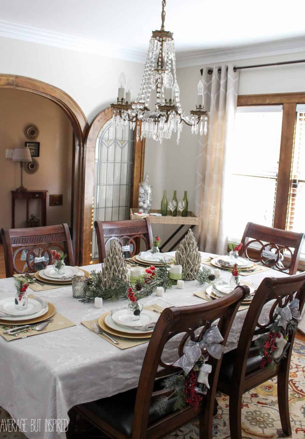 Best 5 Tips For Decorating The Dining Room For Christmas This Month