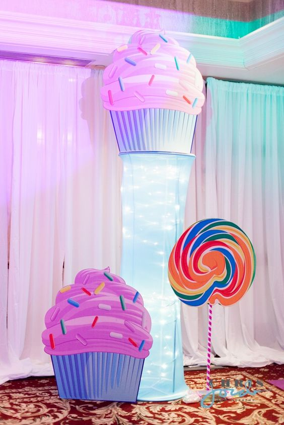 Best Cupcake And Lollipop Decorations For A Candy Themed Bat This Month